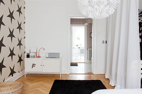 Como decorar un dormitorio con muebles ikea for Como decorar un aparador