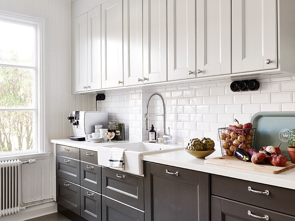 kitchen cabinets dark bottom white top azulejos metro bohochicstylebohochicstyle 20250